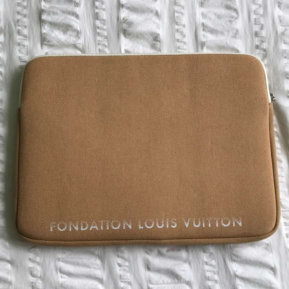 huge discount 068fa 6cbfd Foundation Louis Vuitton laptop case! NWT